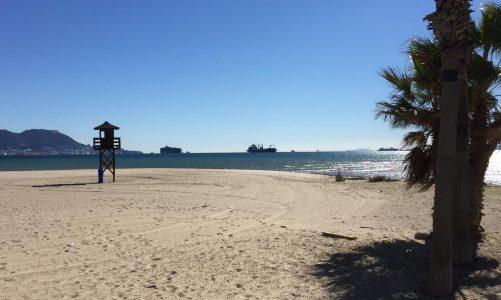 El PSOE señala la necesidad de contar con un plan anti-COVID en la playa de Palmones