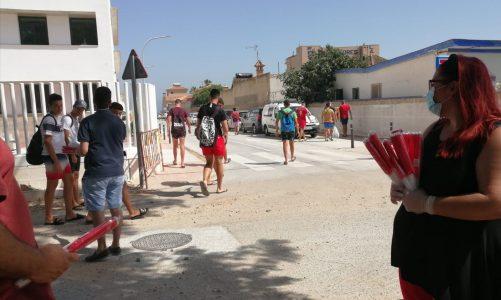 El PSOE reparte banderines en la Playa de Palmones