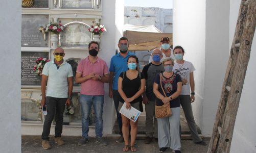 El grupo de Memoria Histórica del PSOE de Los Barrios visita las fosas comunes de víctimas del franquismo en el cementerio viejo de Jimena de la Frontera